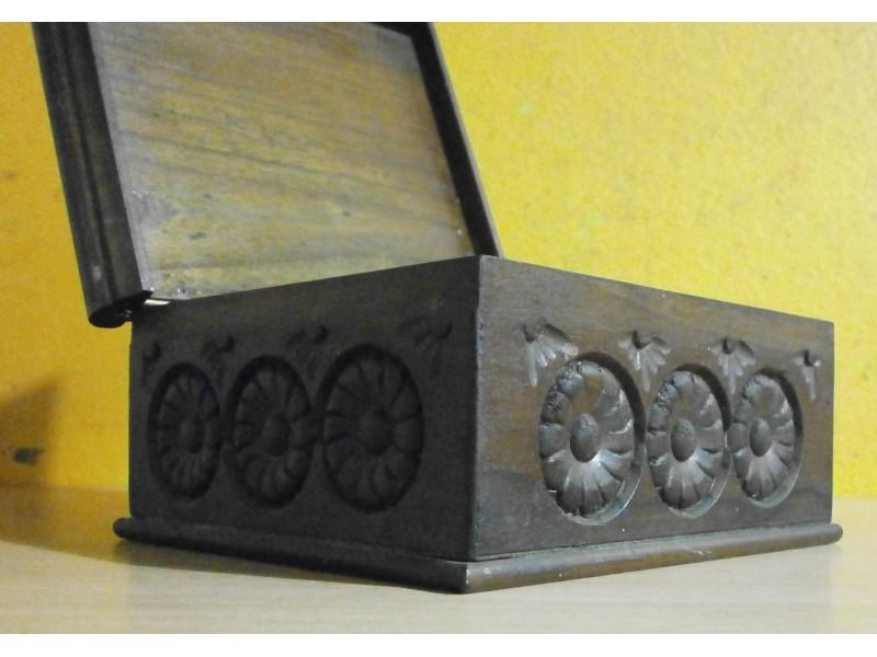 Kutija za nakit u duborezu