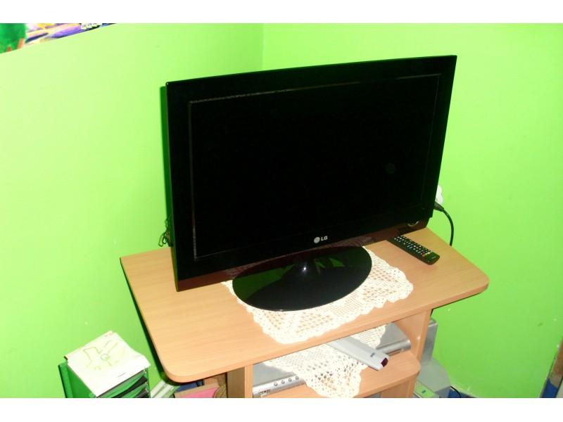 Lcd LG sa DVD playerom 66cm