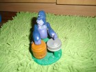 Majmun / gorila koja svira bubnjeve