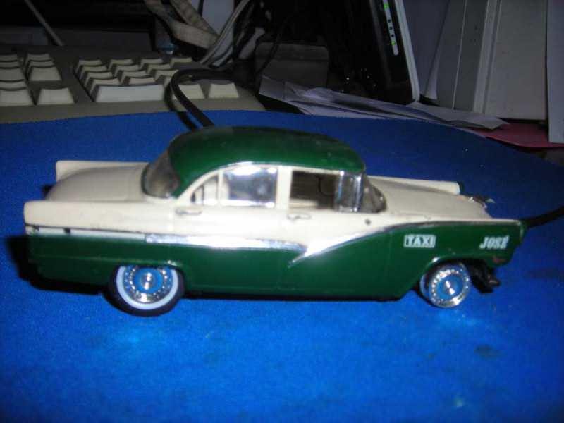 Metalni stari auto-Ford fairlane