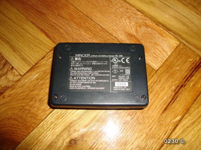 Minolta punjac NP-200 baterija BC-300
