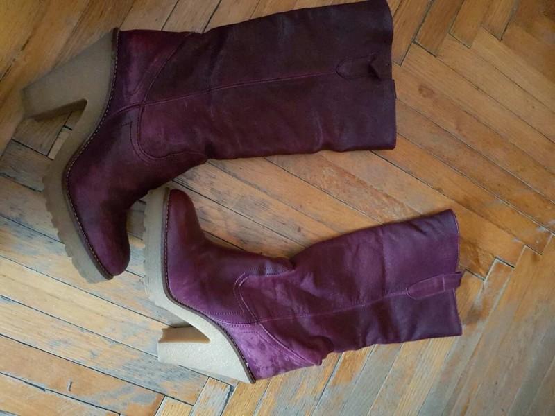 Moderne italijanske  kozne cizme br.39. ODLICNE