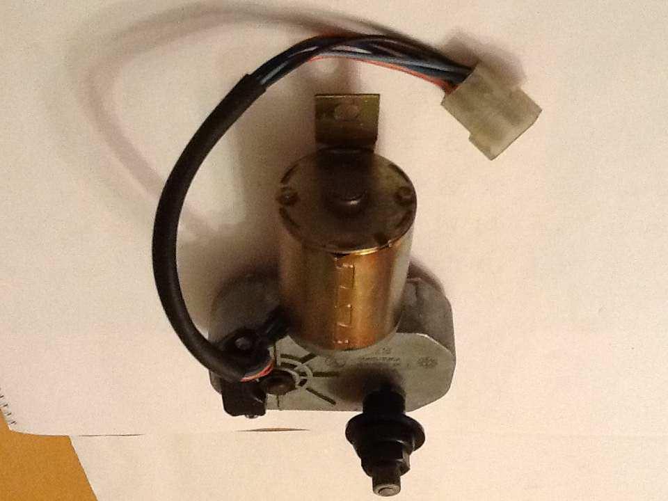 Zadnji brisač Motor-zadnjeg-brisaca-Yugo-STD-ZCZ-Surdulica-_slika_O_6841553