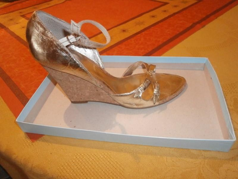 NaNa zlatne sandale
