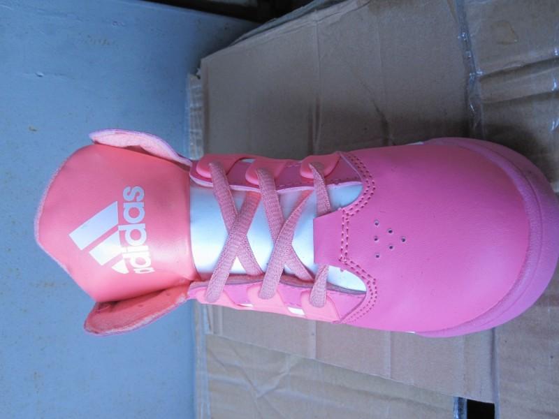 Nove Adidas patičice u br 29 do 35 + poklončić