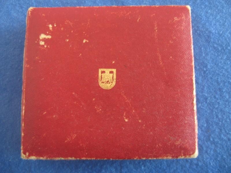 OKTOBARSKA ZLATNA PLAKETA GRADA BEOGRADA 1944-1984