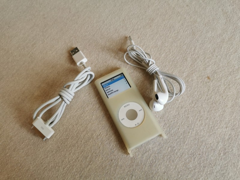 ORIGINAL Apple Silver iPod nano 2nd Gen A1199 4GB slusa