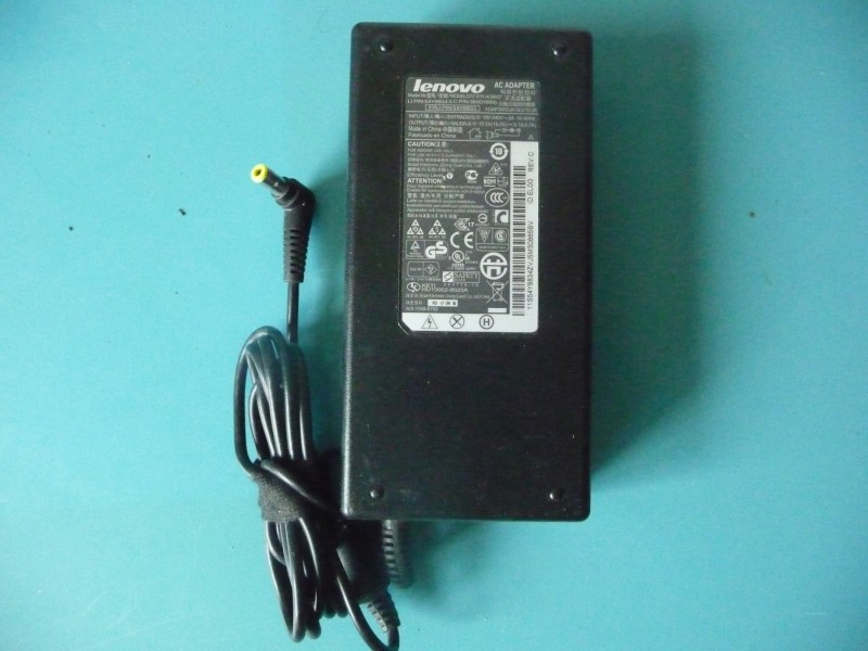 ORIGINAL LENOVO Adapter za lap top 19,5V  6,7A  ima mre