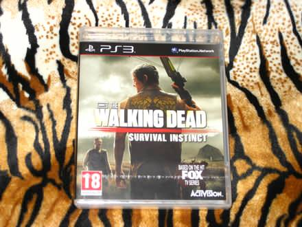 PS3 Igra Walking Dead Survival Instict