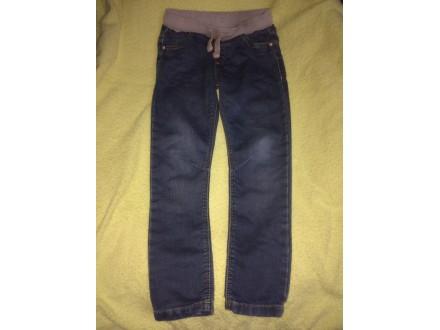 Pantalone i farmerke za devojcicu oko 5god KAO NOVE