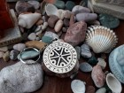 Perunov simbol perunika sa runskim pismom privezak