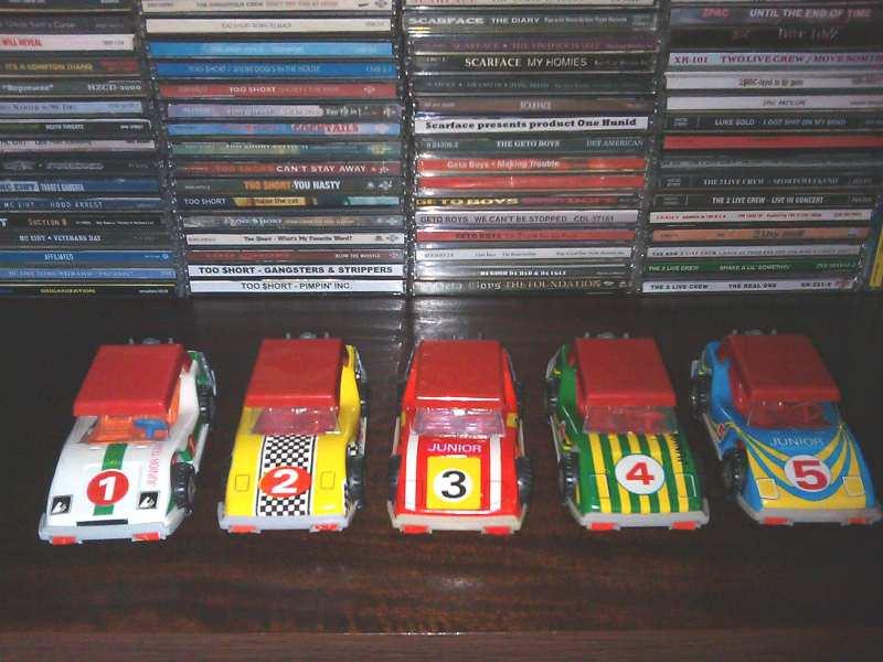 Pet starih limenih automobilcica