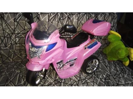 Pink motor na akumulator