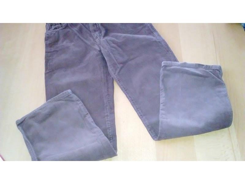 Pliš,braon boje pantalone marke Benetton