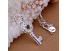 Posrebrena prelepa ogrlica 925,Kluč,kristali
