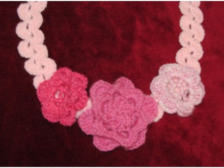 Prelepe heklane ogrlice - rucni rad - UNIKAT