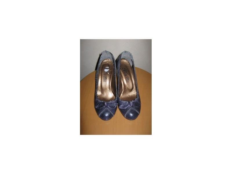 Prelepe nove ljubicaste cipele
