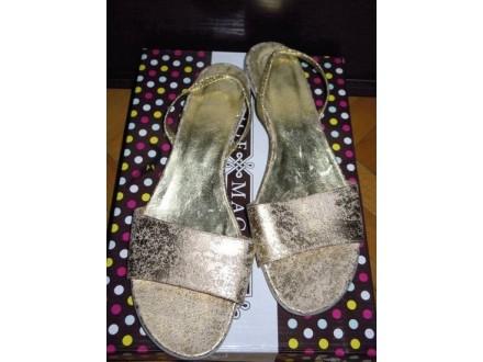 Primadonna prelepe ravne sandale