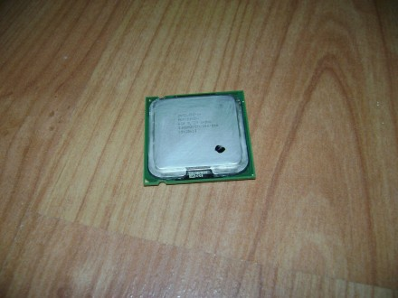 Procesor za 775soc,, HTT 3000mhz,,800 mag