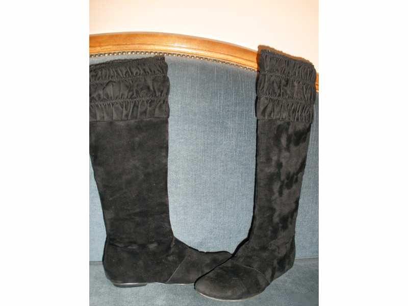 RESTRICTED crne cizme,vel.37