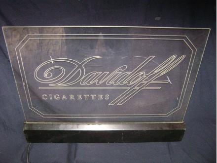 Reklama svetleca Davidoff cigarete
