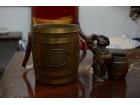 Rubin burence i ukrasna figurica pijanca.