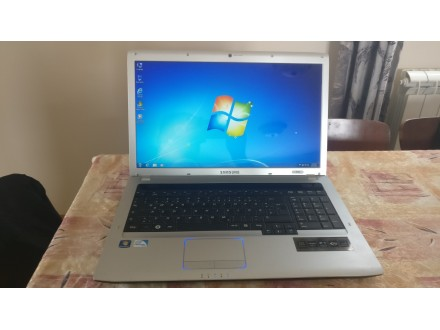 Samsung NP-R730 17.3Inh laptop odlican