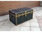 Stara škrinja kofer u sjajnom stanju