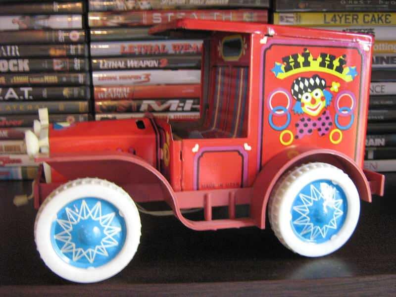 Stari limeni kamionet (cirkus)