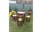 Sto i stolice od drvenog bureta