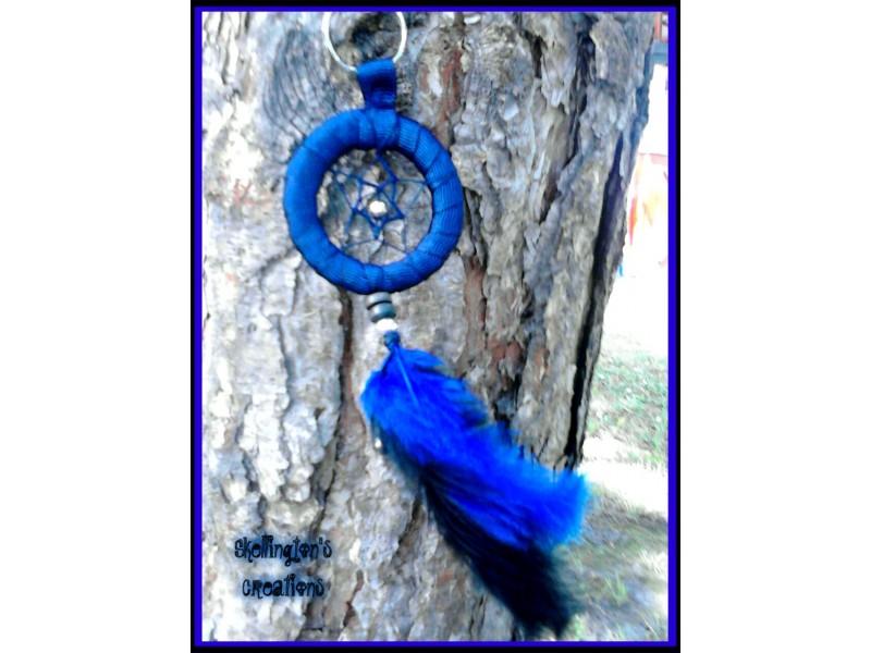 Teget plavi privezak za retrovizor ili kljuc