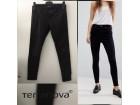 Terranova crne pantalone savršene slim model