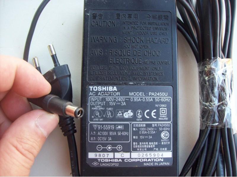 Toshiba   15 v  -  3A   adapter - punjac PA2450U
