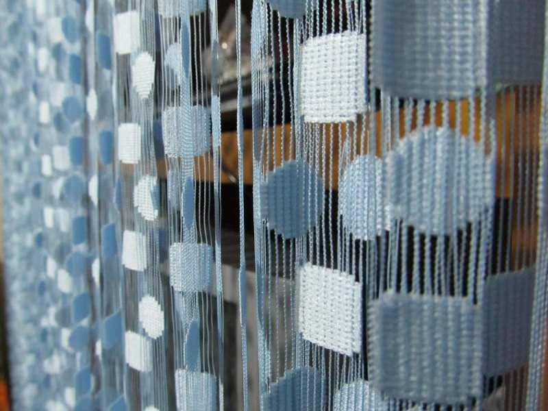Trakasta zavesa u boji