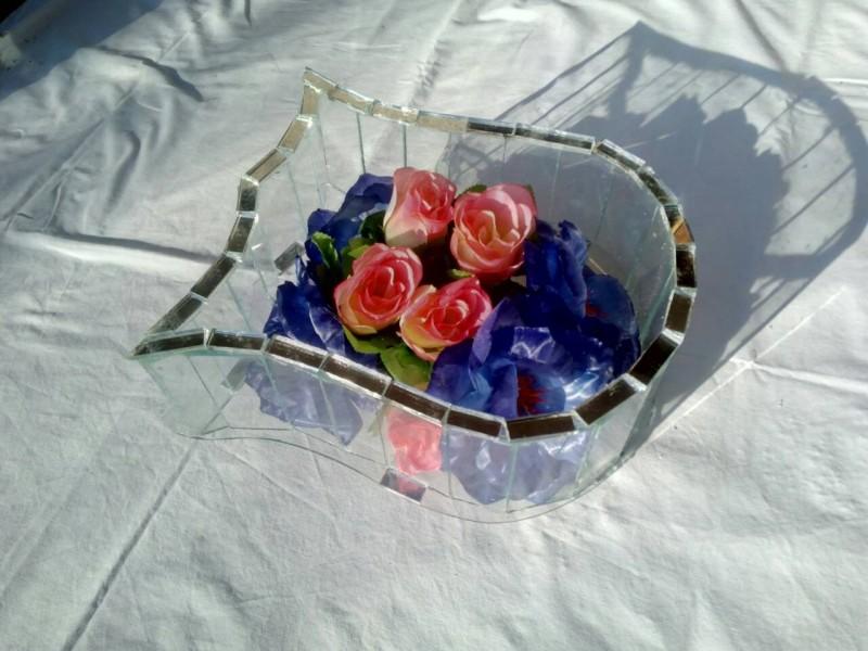 Ukrasi za groblje- staklena lala