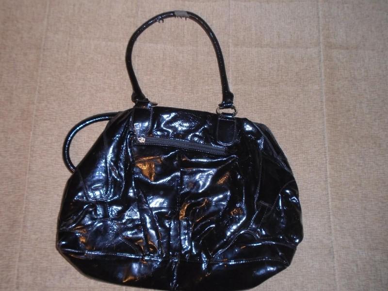 Velika, crna, lakovana torba