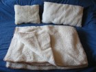 Vuneni komplet,  prekrivač i dva jastuka, tri kompleta