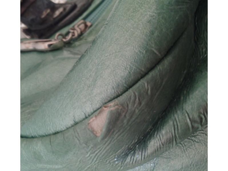 Zeleno-Braon Zenska Tasna-Nova ali sa ostecenjem