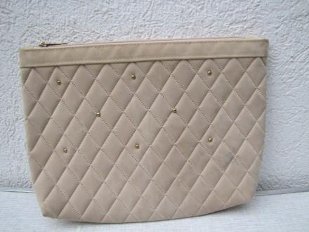 Zenska torbica  za kozmetiku ili neke sitnice