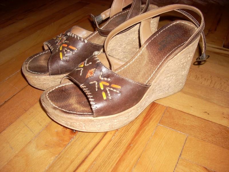 Zenske sandale POVOLJNO!