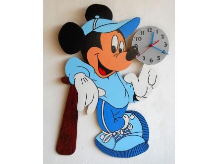 Zidni sat za decu, Miki sa loptom