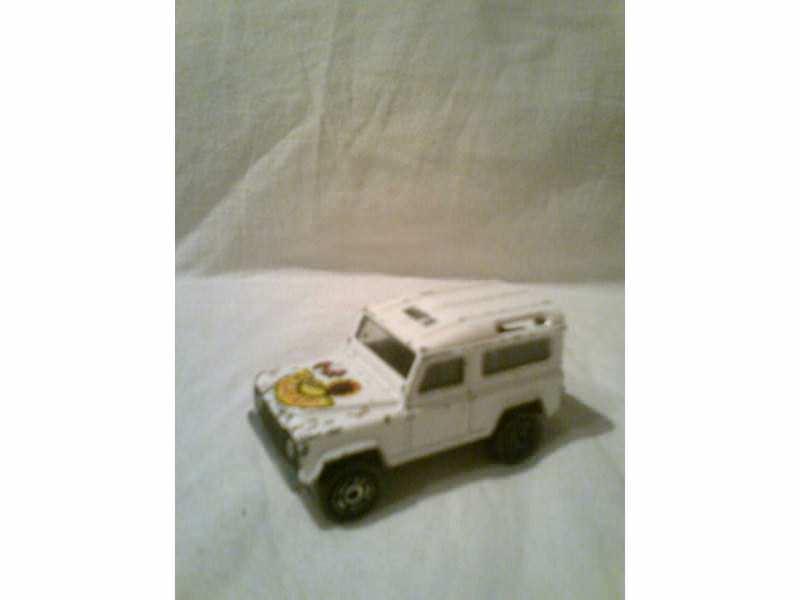 autić  beli Land Rover