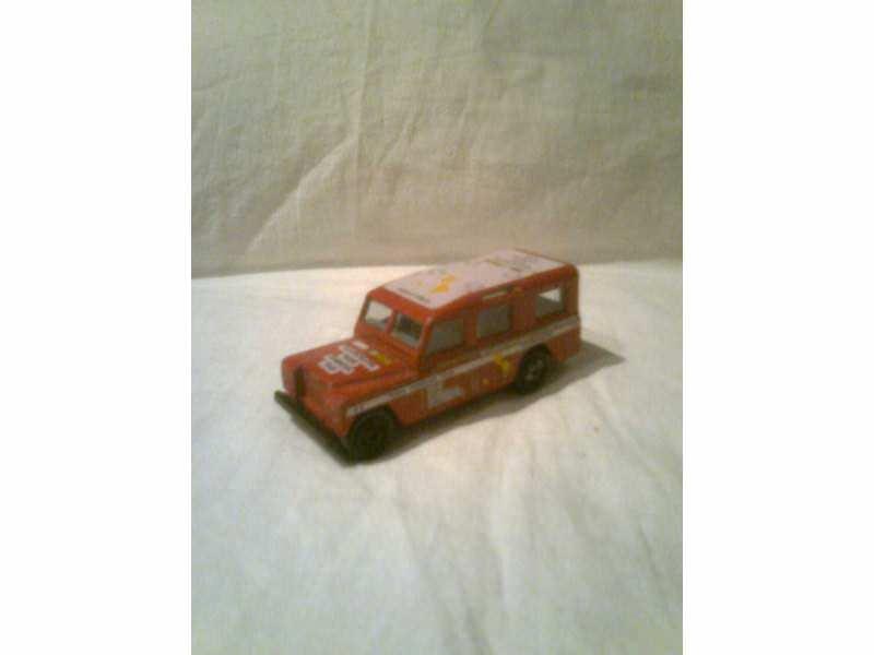autić  crveni Land Rover
