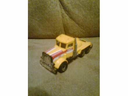 autić - kamion žute boje - Matchbox 1981