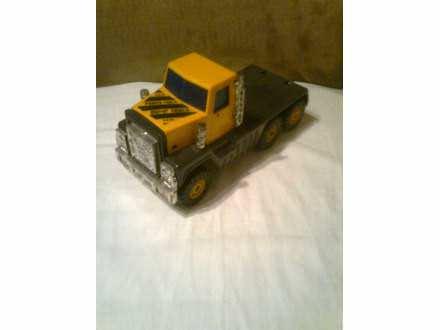 autić  - kamion žute crne kombinacije