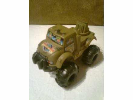 autić  - vojnički džip Gold Tiger
