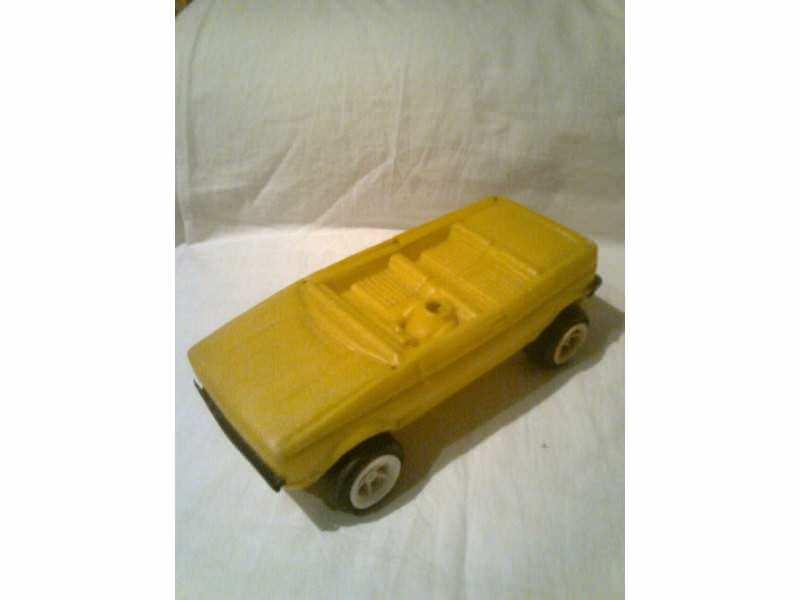 autić - žuti kabrio