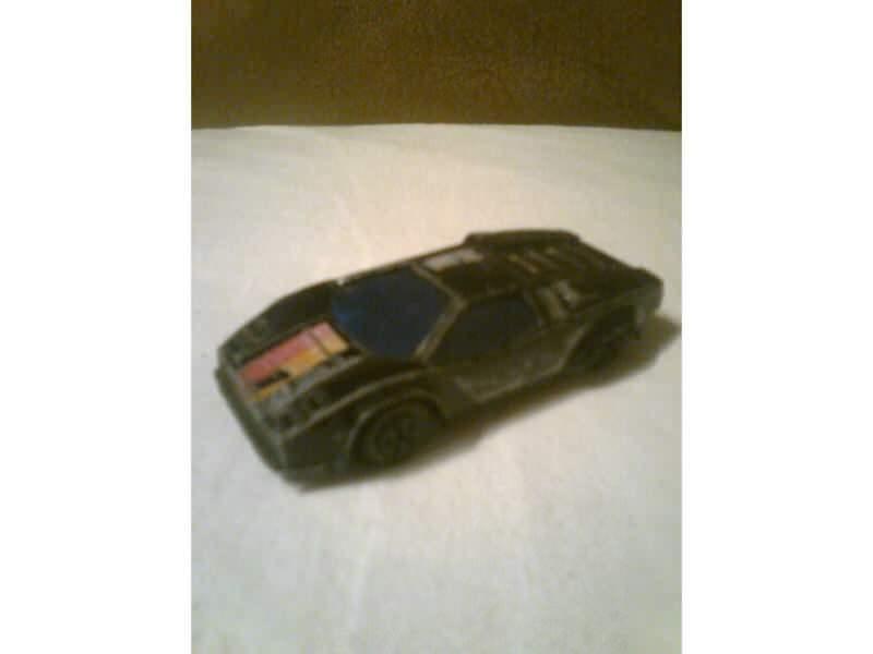 auto crni sportski