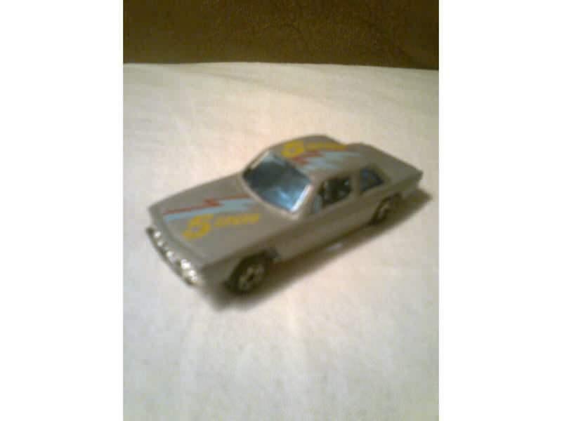auto sa natpisom 5 speed