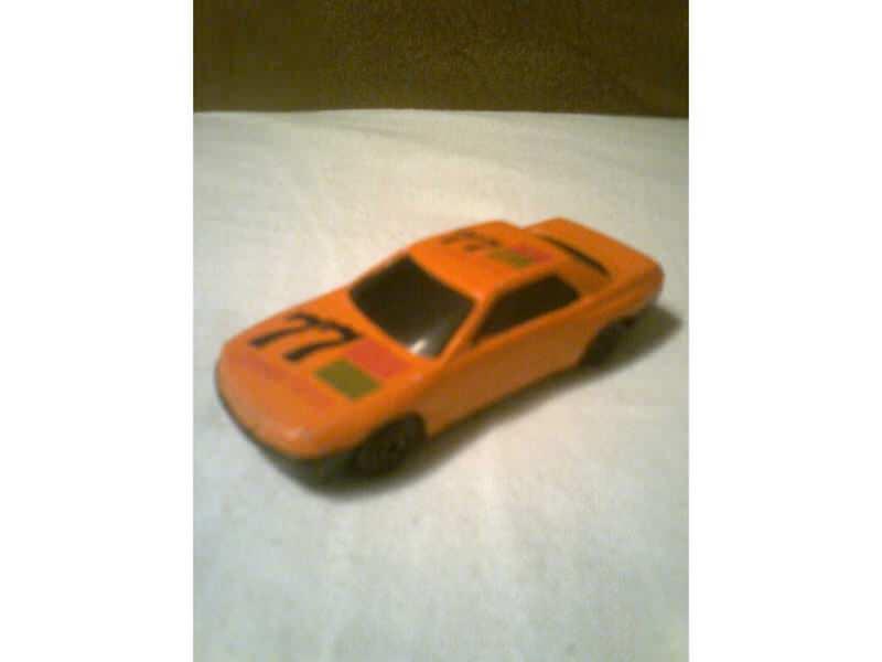 auto sa natpisom Cannon Force 77